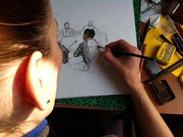 Rechtbanktekenaar Annet Zuurveen werkt haar tekening uit voor DvhN