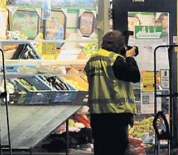 politieonderzoek na overval avondwinkel - foto: dvhn